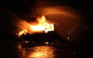 Θεσσαλονίκη: Αυτοκίνητο στις φλόγες (Video)