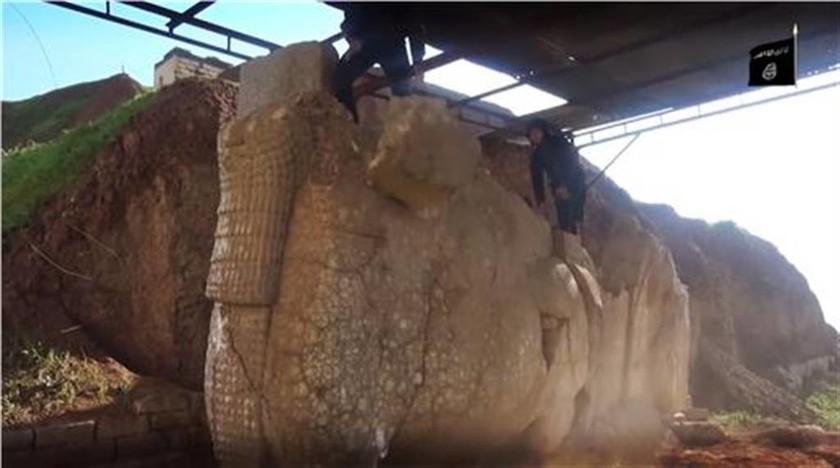 Σοκαριστικές εικόνες: Τζιχαντιστές κατέστρεψαν ανεκτίμητες αρχαιότητες (video)