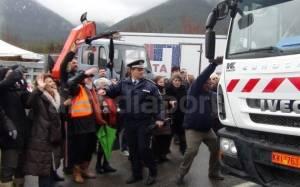 Ένταση και συλλήψεις στο Λεβίδι για τα σκουπίδια (Videos)