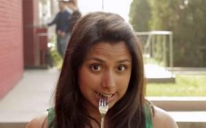 Η πιο άβολη στιγμή όταν μοιράζεσαι ένα γλυκό… (Video)
