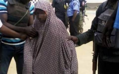 Νιγηρία: Λίντσαραν κι έκαψαν γυναίκα με την υποψία πως είναι καμικάζι