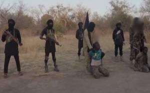 Φρίκη: Αποκεφαλισμός δύο «κατασκόπων» από τη Μπόκο Χαράμ (video)