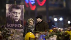 Ρωσία: Σήμερα η κηδεία του Νεμτσόφ - Επέστρεψε στο Κίεβο η σύντροφός του