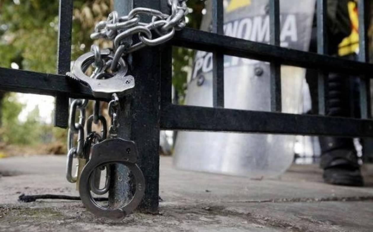 Στην ποδιά της ΕΡΤ «σφάζονται» κυβέρνηση, αντιπολίτευση και πρώην εργαζόμενοι