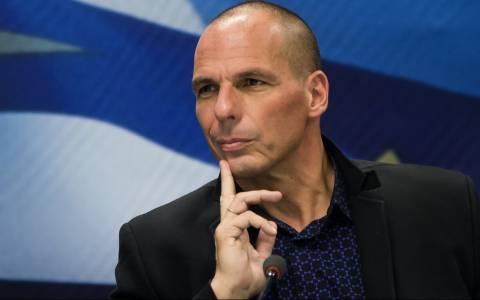 Τηλεδιάσκεψη Βαρουφάκη- θεσμών με το βλέμμα στο Eurogroup