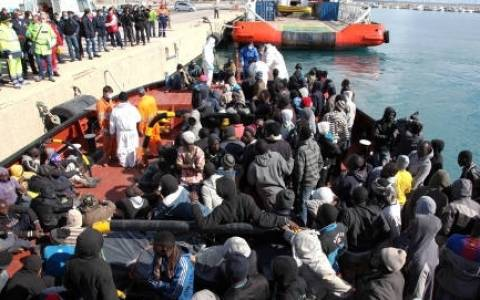 Ιταλία: Δέκα μετανάστες νεκροί από ανατροπή σκάφους
