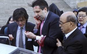 Ν. Κορέα: «Καλά στην υγεία του» ο αμερικανός πρεσβευτής μετά την επίθεση
