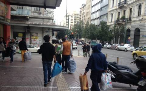 Συνεχίζεται η απελευθέρωση μεταναστών από την Αμυγδαλέζα (photos-videos)