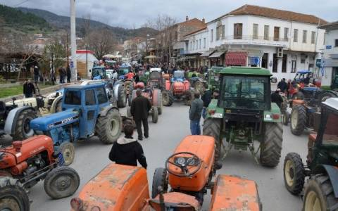 Λάρισα: Διαμαρτυρία μηλοπαραγωγών στην Αγιά