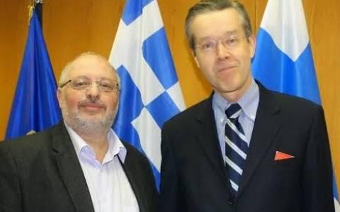 Ήσυχος: Συνάντηση με πρέσβη Φινλανδίας για θέματα άμυνας