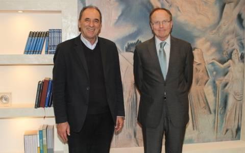 Με τον πρέσβη της Γαλλίας συναντήθηκε ο Γ. Σταθάκης