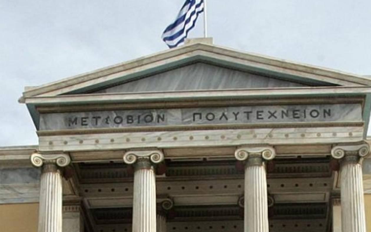Το ιστορικό κτήριο του Πολυτεχνείου γέμισε με γκράφιτι (photo)