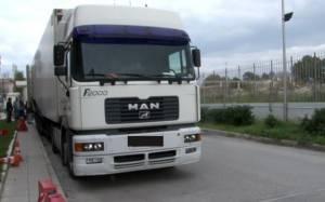 Μετέφερε παράνομους μετανάστες σε δεξαμενές καυσίμων φορτηγού