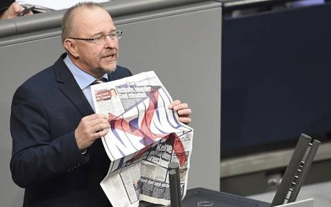Άξελ Σέφερ: Ο γερμανός πολιτικός που αποδοκίμασε τη Bild (video)