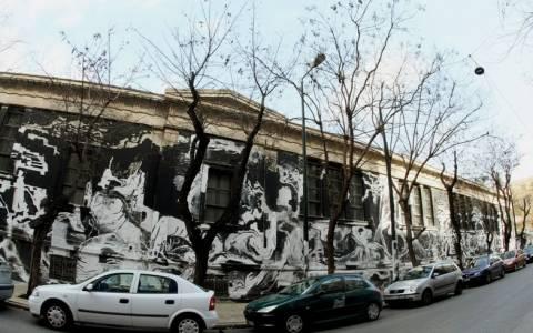 Αντιδράσεις για το γκράφιτι στο Πολυτεχνείο