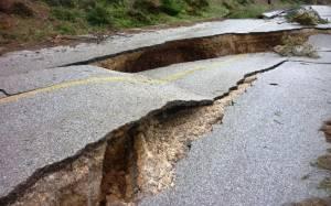Εύβοια: Άνοιξε η γη στα δύο στις Μαρκάτες (photos)
