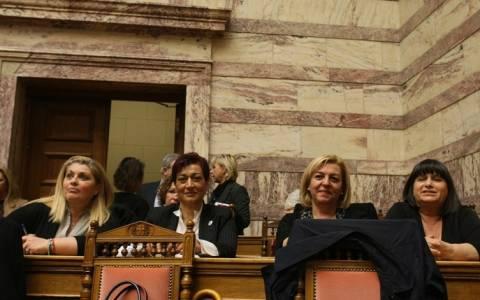 Βουλή: Τιμήθηκαν γυναίκες που έχουν διακριθεί στον κοινωνικό στίβο