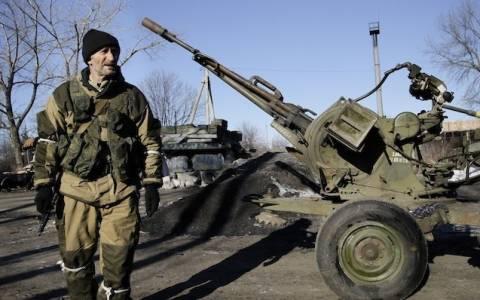 Ουκρανία: Οι φιλορώσοι αντάρτες αποσύρουν τα βαρέα όπλα