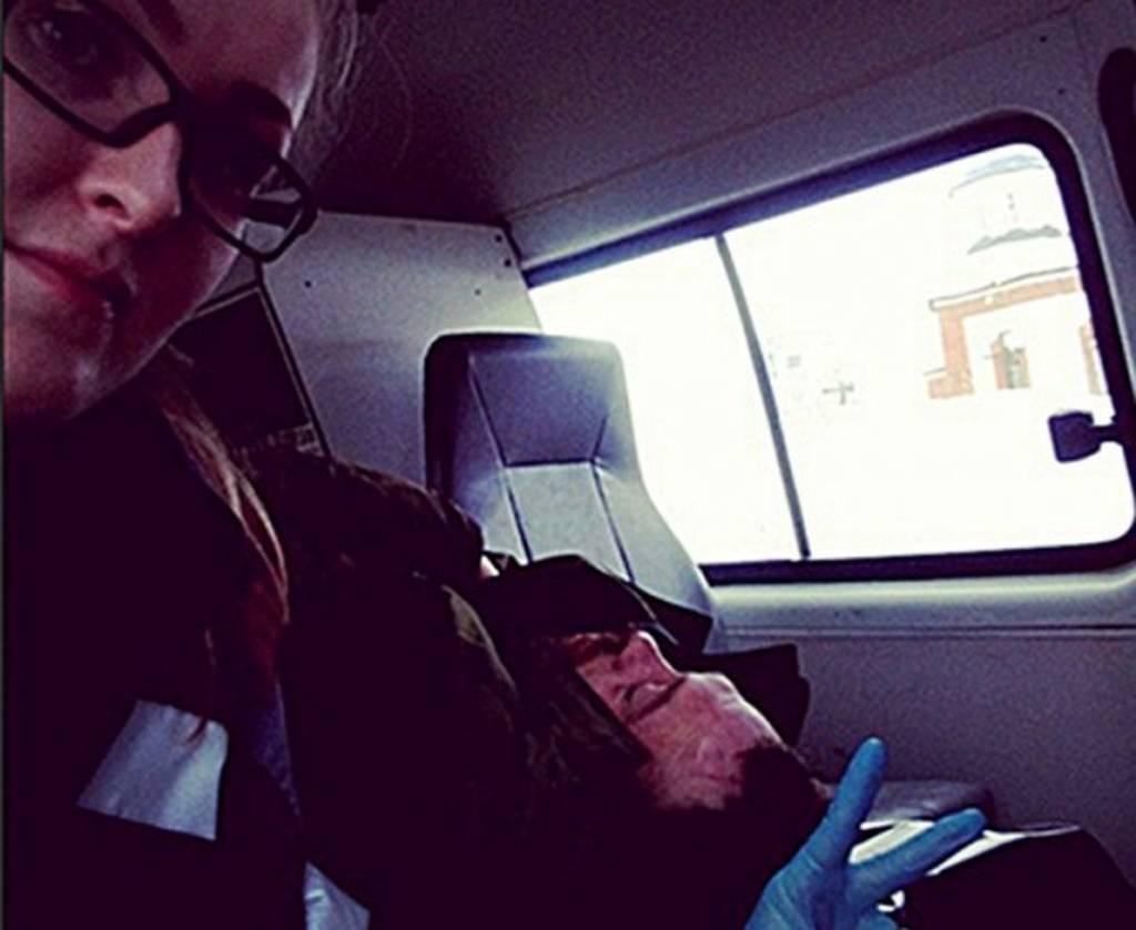 Ρωσία: 25χρονη τραυματιοφορέας έβγαζε selfies με ετοιμοθάνατους (photos)