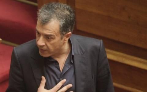 Ο Στ. Θεοδωράκης και ακόμη τέσσερις λένε όχι στα βουλευτικά αυτοκίνητα