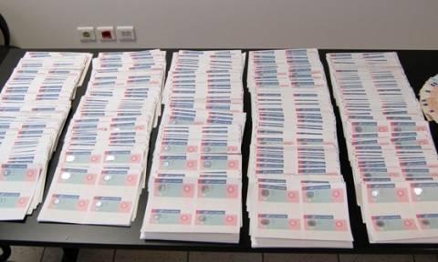 Αττική: Εξαρθρώθηκε σπείρα που διακινούσε πλαστά ταξιδιωτικά έγγραφα