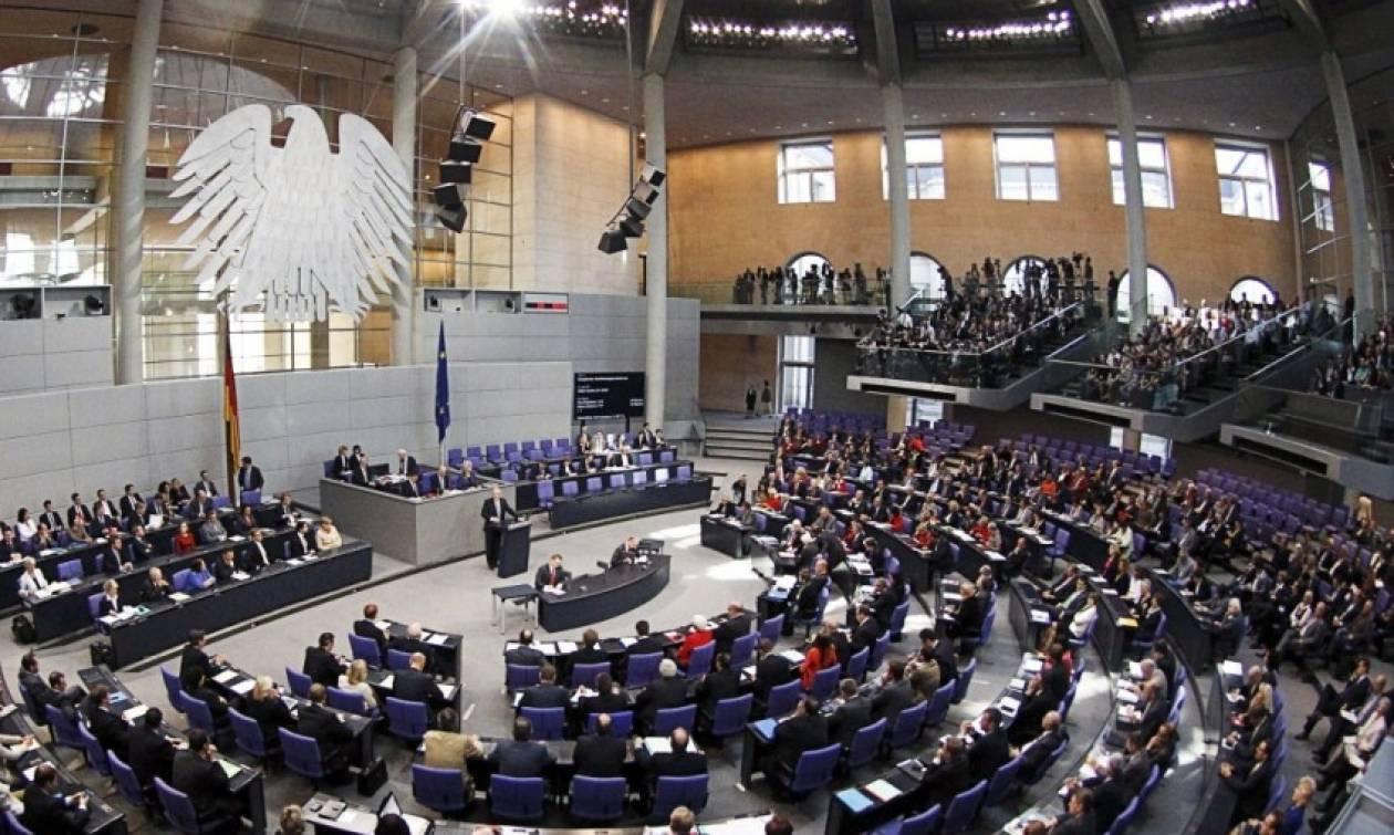 Reuters: Αποσοβήθηκε «ανταρσία» στην Bundestag εξαιτίας της Ελλάδας