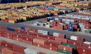 DW: Εφαλτήριο για τις εξαγωγές το ασθενές ευρώ