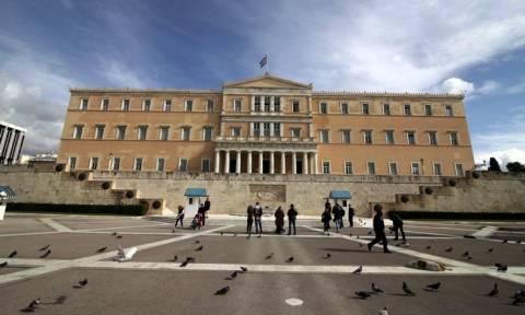 Bloomberg: «Η Ελλάδα ξεμένει από χρόνο, χρήματα και φίλους»