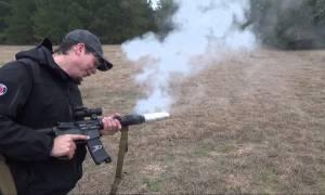Ψήνοντας... μπέικον στην κάνη ενός όπλου (video)