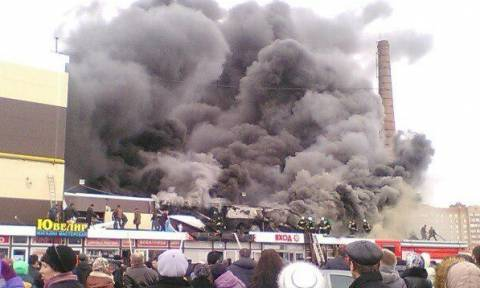 Ρωσία: Κατέρρευσε εμπορικό κέντρο μετά από πυρκαγιά - Ένας νεκρός