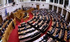 Βουλή: Σε υψηλούς τόνους η συζήτηση του νομοσχεδίου για την ανθρωπιστική κρίση