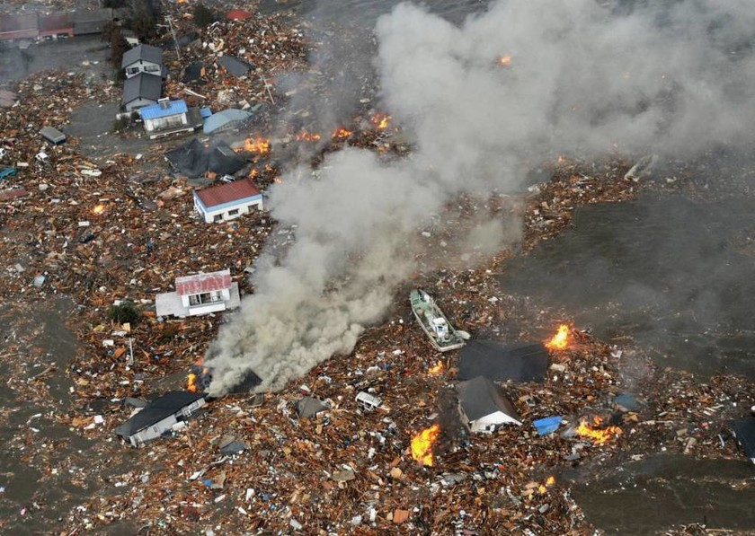 Τραγική επέτειος: Τέσσερα χρόνια μετά τη διπλή θεομηνία της Ιαπωνίας (video & pics)