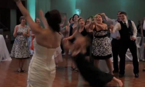Όλα του γάμου… δύσκολα – Δείτε τις πιο αστείες στιγμές από γάμους (video)