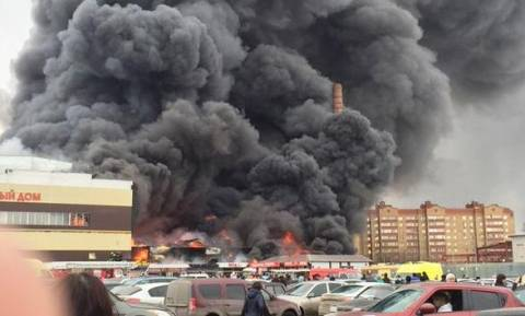 Ρωσία: 25 άτομα παραμένουν παγιδευμένα στα συντρίμμια εμπορικού κέντρου