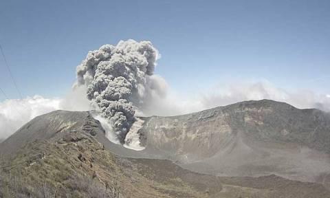 Κόστα Ρίκα: Άρχισαν τα προβλήματα από το «ξύπνημα» του ηφαιστείου Τουριάλμπα (video)