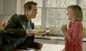 Ο (Κέβιν) Μπέικον διαφημίζει αυγά (video)