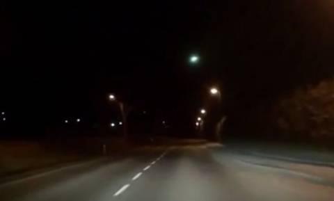 Η στιγμή που μετεωρίτης περνάει ξυστά από τη Γη (videos)