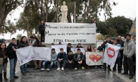 Με πανό κατά του bullying οι μαθητές του ΕΠΑΛ Ειδικής Αγωγής Ηρακλείου (Photos)