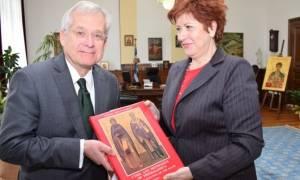 Κόλλια-Τσαρουχά: Συνάντηση με πρέσβη της Ελλάδας στα Σκόπια και προξένους άλλων χωρών