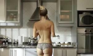 Η σεφ που μαγειρεύει γυμνή (Photos)