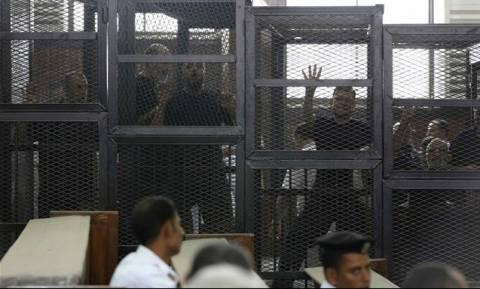 Αίγυπτος: Καταδικάστηκαν σε θάνατο 22 ηγετικά στελέχη των Αδελφών Μουσουλμάνων