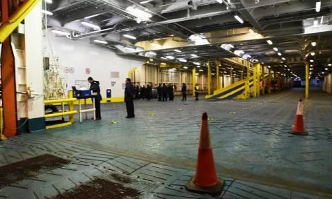Βαγγέλης Γιακουμάκης: Αναχώρησε το πλοίο που μεταφέρει τη σορό του (photos)