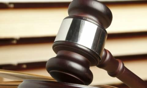 Δικαστικοί παρακολουθούσαν πορνό εν ώρα εργασίας
