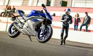 Yamaha: YZF-R125 μία R1 σε συσκευασία 125 κ.εκ. (Photos & Video)