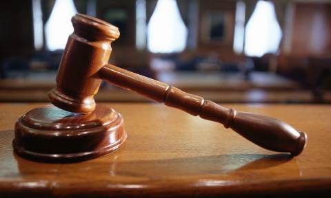 Εισαγγελέας: Να αποφυλακιστεί η μητέρα και η σύντροφος του Τσάκαλου