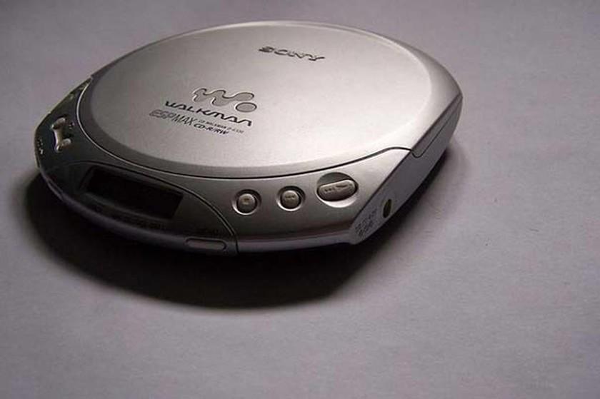 Το να ακούς μουσική από το Walkman σου