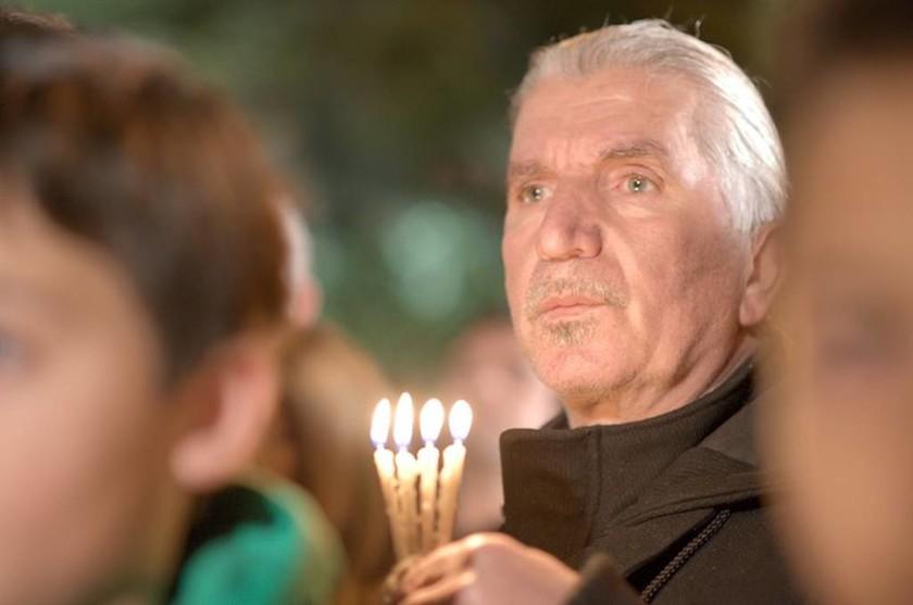 Ιωάννινα: Σιωπηλή διαμαρτυρία με αναμμένα κεριά για τον Βαγγέλη Γιακουμάκη (Photos)