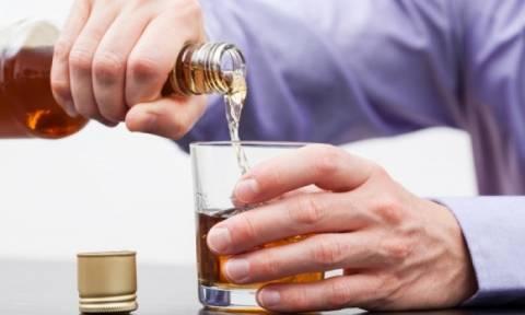 Απλοί κανόνες για να προφυλαχθείτε από τα ποτά «μπόμπες»