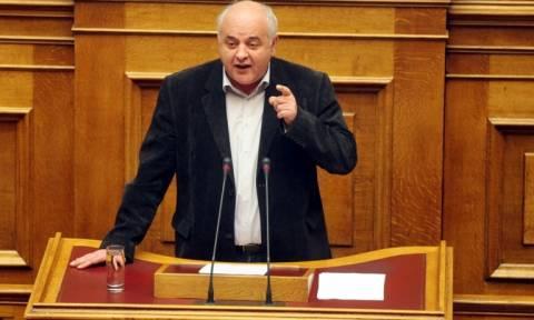 ΚΚΕ: Απέχει από την ονομαστική ψηφοφορία του νομοσχεδίου για την ανθρωπιστική κρίση