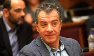 Θεοδωράκης: Η κυβέρνηση τρέχει προς τα πίσω
